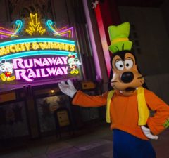 Todos a bordo! Nova atração Mickey & Minnie's Runaway Railway chega ao Walt Disney World Resort